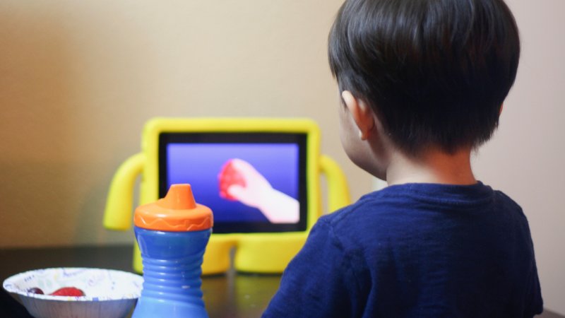 How screen time affects kids health