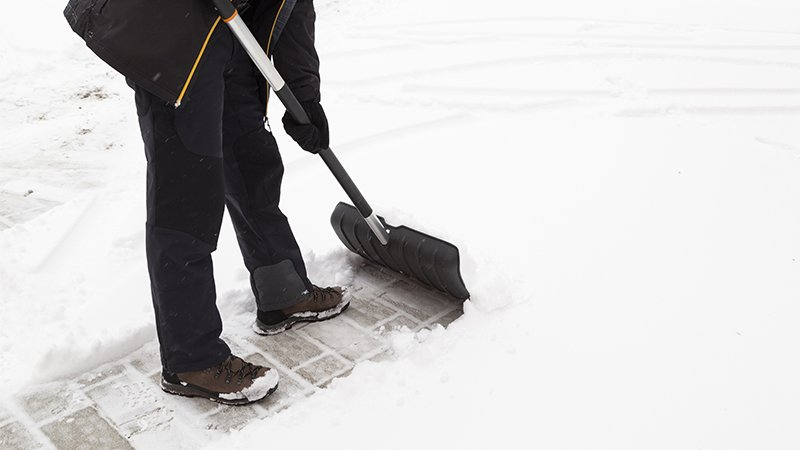 how to snow shovel without getting hurt
