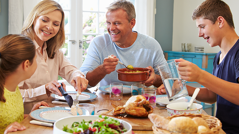 meals with loved ones increase longevity
